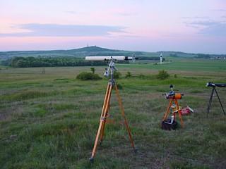 Im Vordergrund ein Telementor 63/850 mit Sonnenprojektionsschirm.