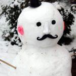 Schneemann mit roten Ohren