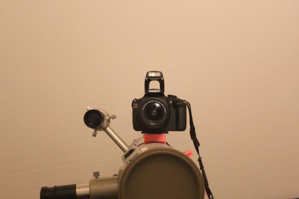 Selfie der DSLR auf dem Teleskop